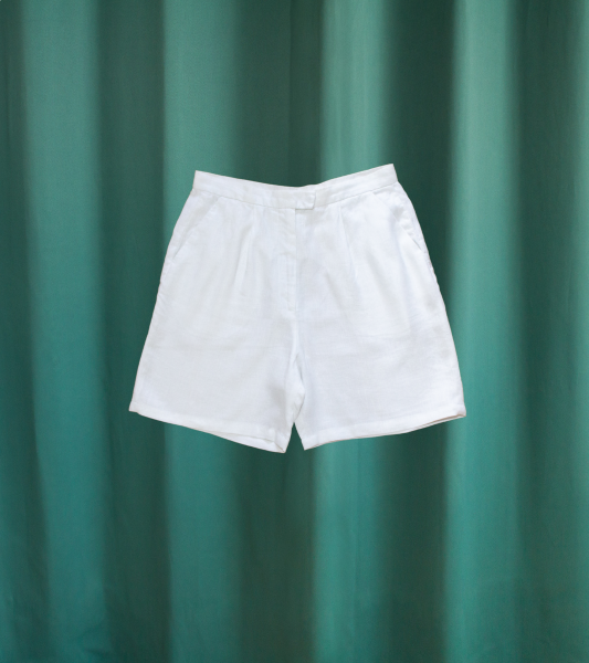 Vintage pleated shorts in white linen