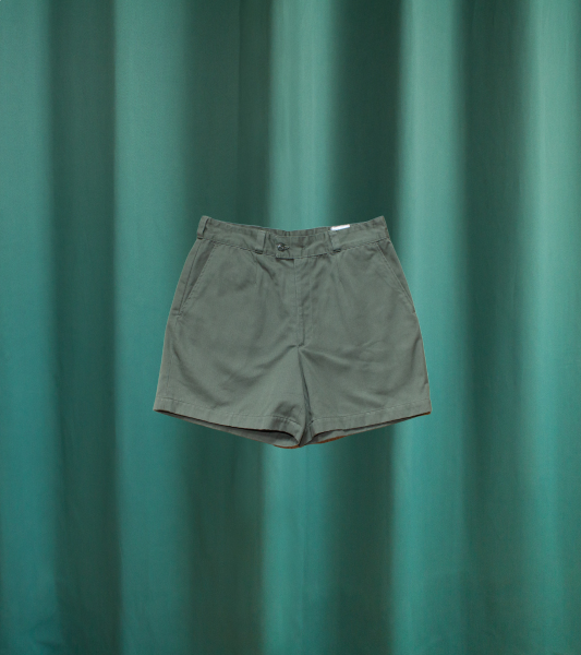 Short green military shorts of the French Air Force