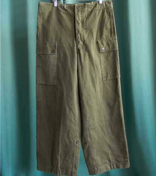 Vintage military cargo pants in olive green cotton canvas
