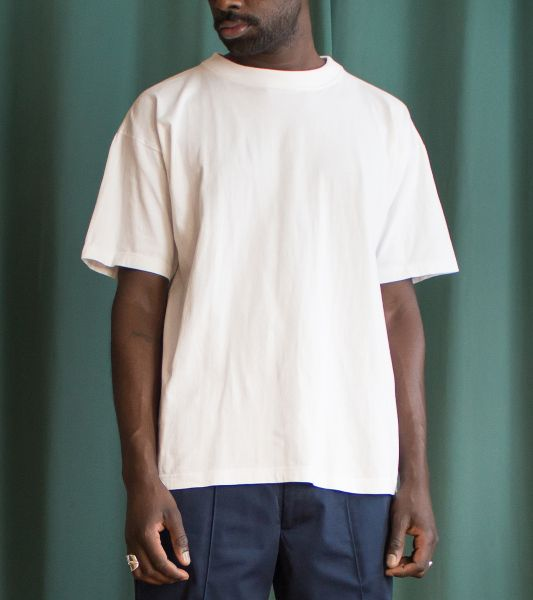 Basic vintage white cotton t-shirt with round collar