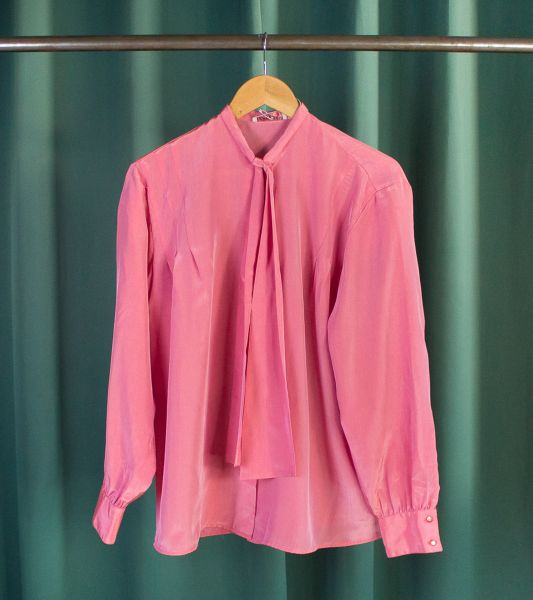 Vintage satined pink shirt with lavaliere collar