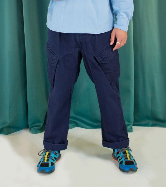 Vintage navy blue cargo trousers from the British army with bias pockets
