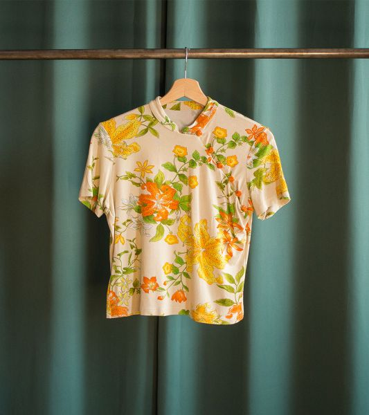 Vintage T-shirt with floral pattern and mandarin collar