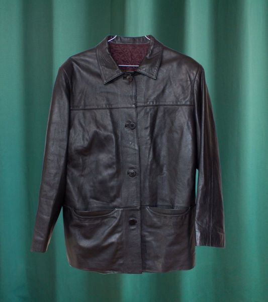 Basic vintage jacket in black leather with quilted interior